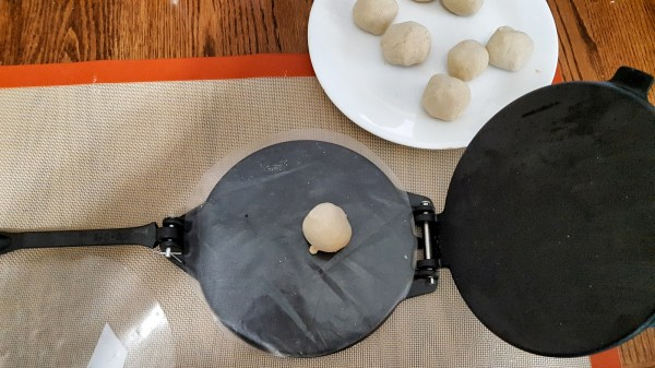 Gadget Post Tortilla Press ' 4 Dinner Solutions