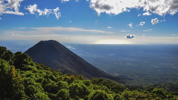 What is The National Mountain of El Salvador?