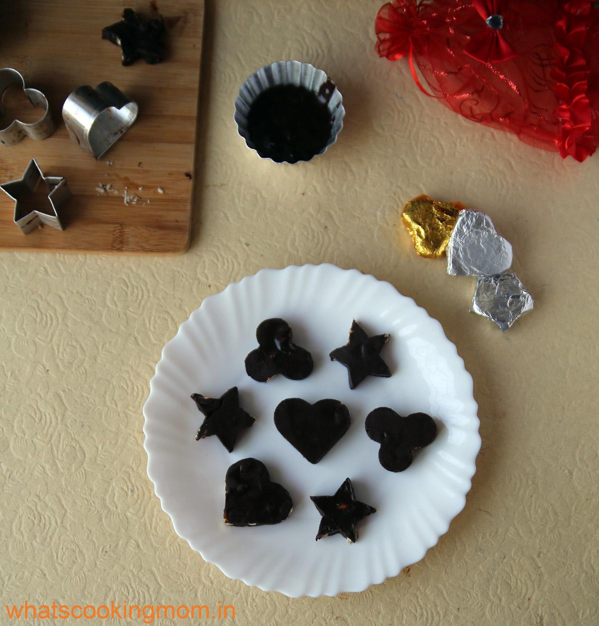 Homemade chocolates - easy recipe, #homemade #chocolate #nobakesweets