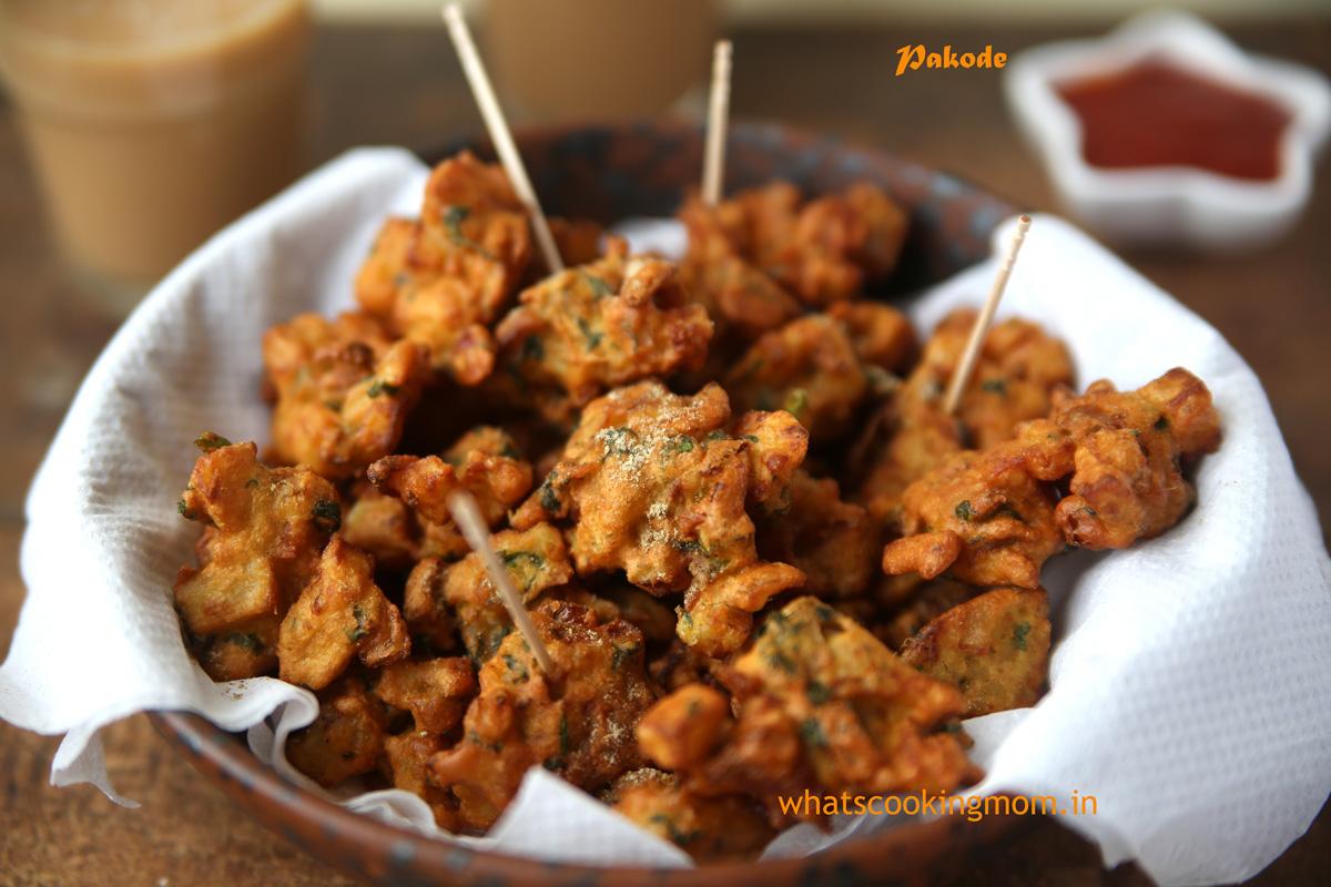 Aloo pyaz ke pakode/ Potato Onion Fritters - Crispy Crunchy vegetarian Tea Time Snack | whatscookingmom.in