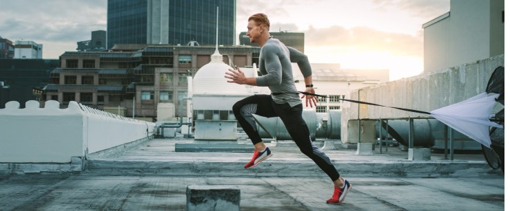 man doing sprints outside in the city
