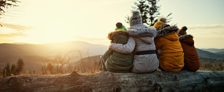 supplements doctors recommend for winter: family outside in the winter