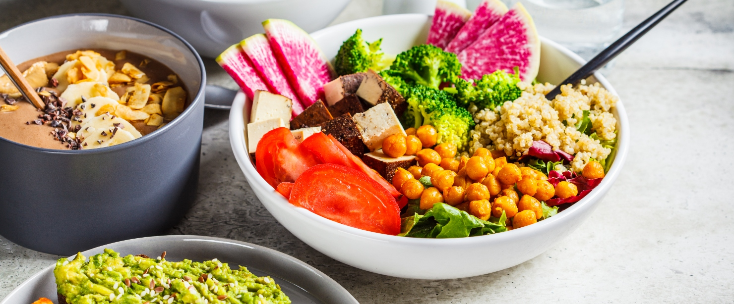 plants that are complete proteins: bowls of vegan food
