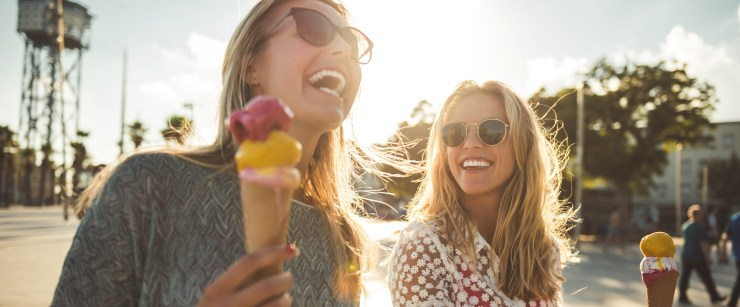 eat healthy on vacation: two young women enjoying ice cream cones
