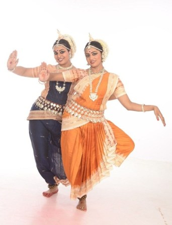 odissi-duet-by-shwetha-and-divya-1