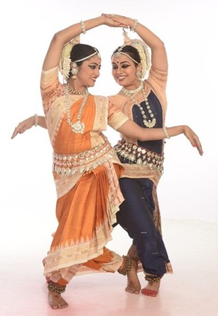 odissi-duet-by-shwetha-and-divya-2