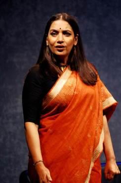 shabana-azmi-in-raell-padamsees-ace-productions-broken-images-english-play-written-by-girish-karnad-directed-by-alyque-padamsee-1
