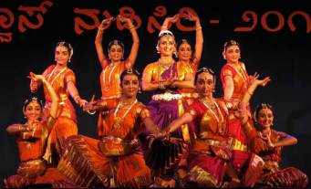 guru-smt-veena-c-s-with-her-ensemble