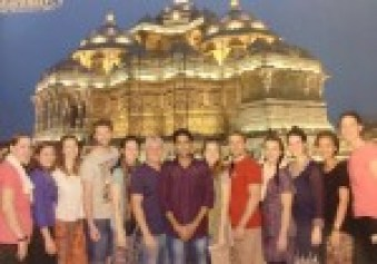 impact teachers delhi volunteering akshardham temple whatshouldbazdo