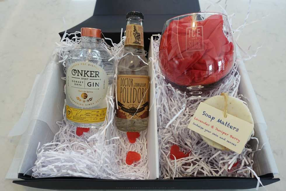 The open gin spa gift box with Conker gin