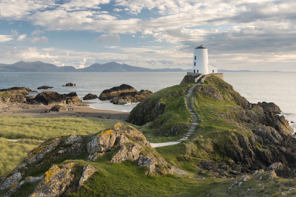 llanddwyn-island-lighthouse