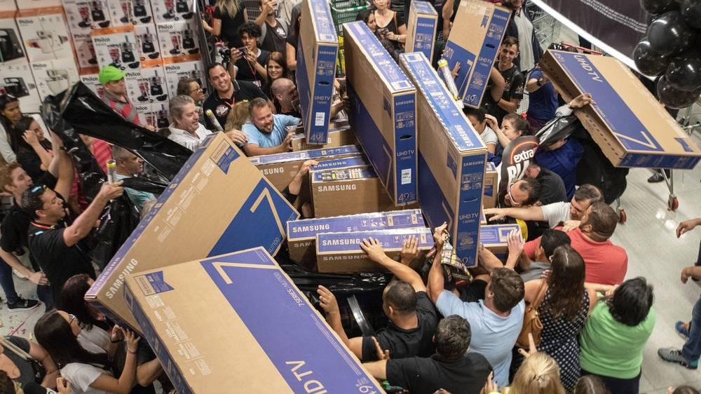 Black Friday ? Video: Black Friday - The Deals And The Fights | What's ...