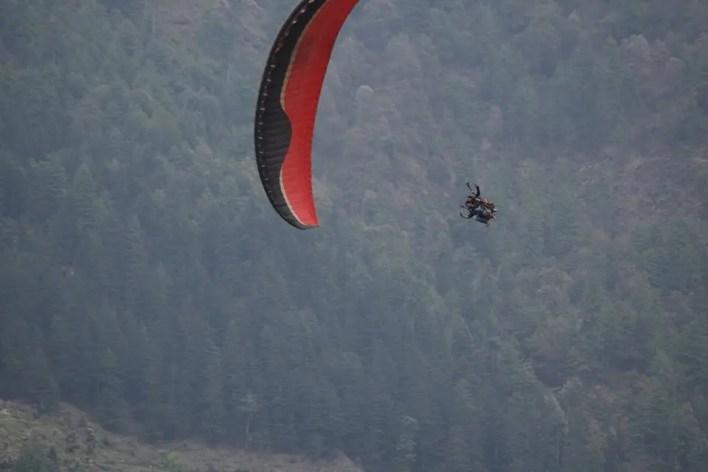 Paraglider in Bir
