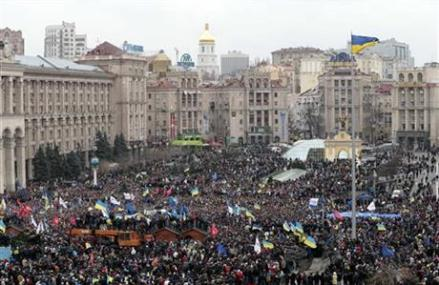 UKRAINE: TENS OF THOUSANDS MARCH THROUGH KIEV