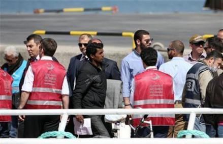 EU begins shipping migrants in Greece back to Turkey
