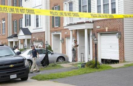 FBI: 1st US law enforcement officer charged in terror sting