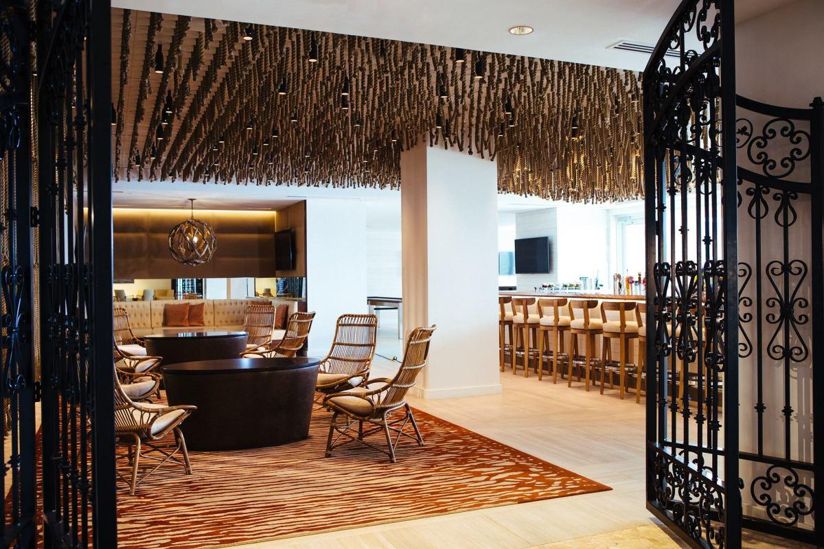 Newport Marriott Skiff Bar
