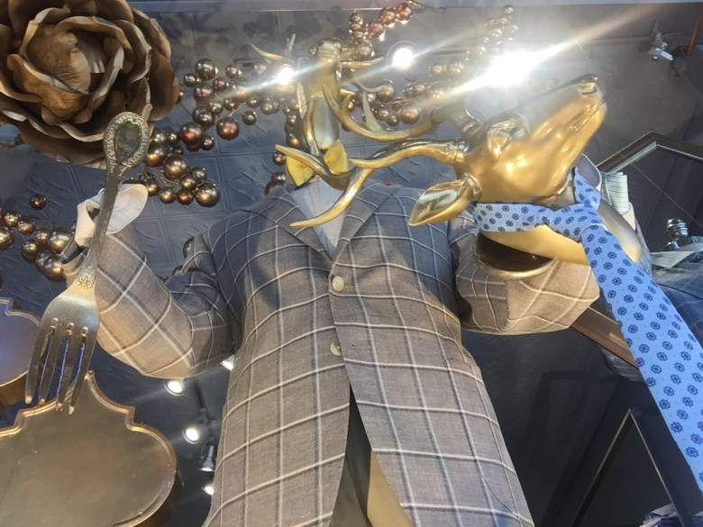 Designed to reflect the Gilded – Artful Living theme of the 2016 Newport Flower Show, the Marc Allen Fine Clothiers elegant display won 1st place in the Retail Window Display category at the 2016 Newport Flower Show.