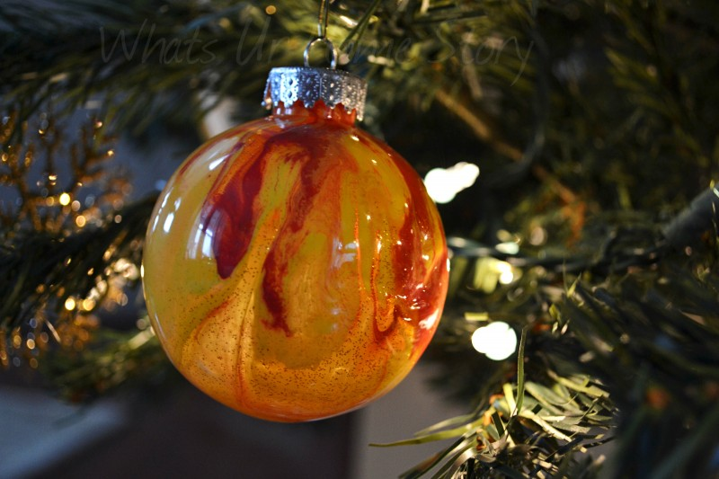 Whats Ur Home Story: Clear Christmas Ornaments With Paint Inside