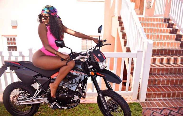 juana-grant-what-the-doost-doost-swimsuit-bermuda-travel-4