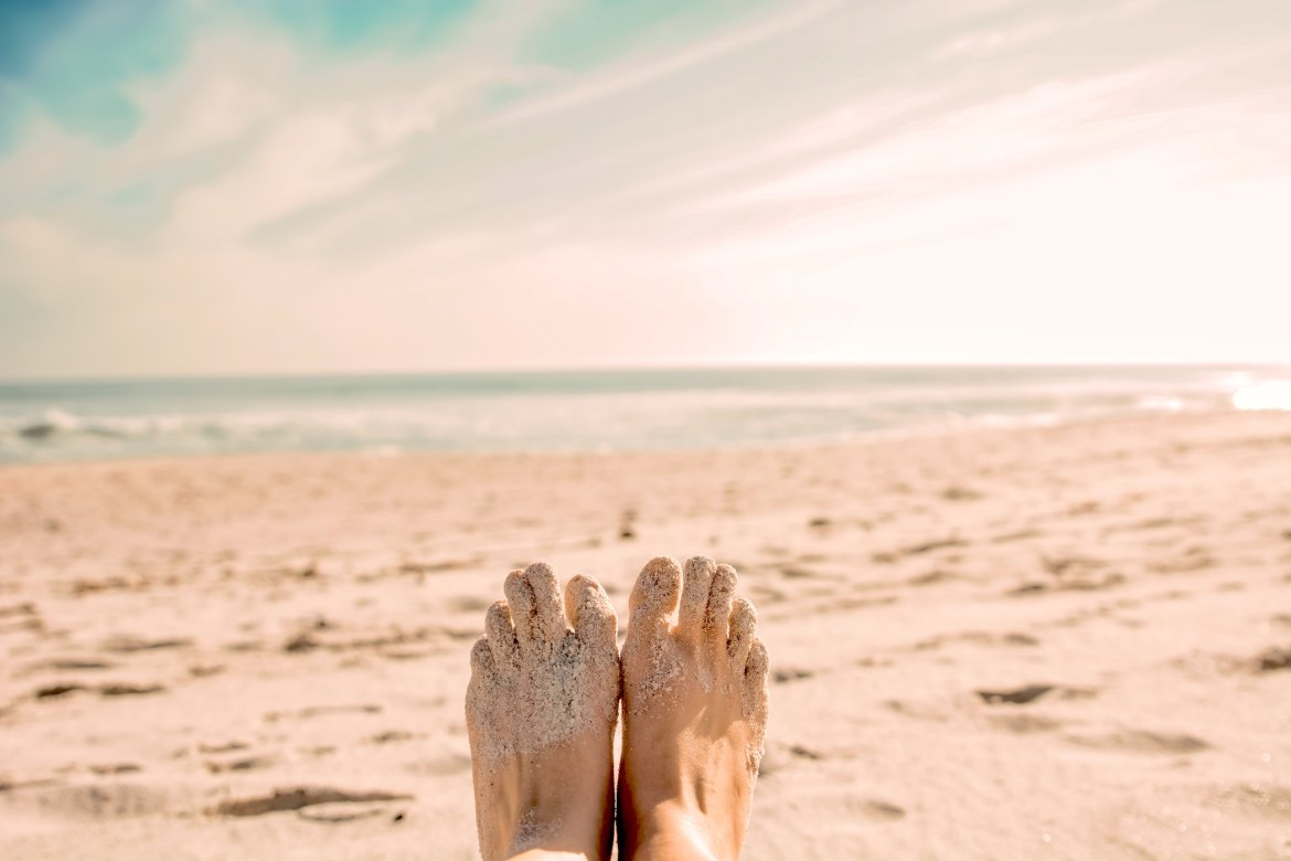 toe tapping at the beach to release energy and calm the mind