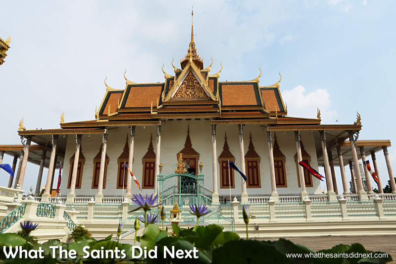 Royal Palace Phnom Penh dress code & The Silver Pagoda is important to observe when visiting.