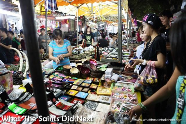 Bargain hunting in the Hàng Đào Hanoi night market.