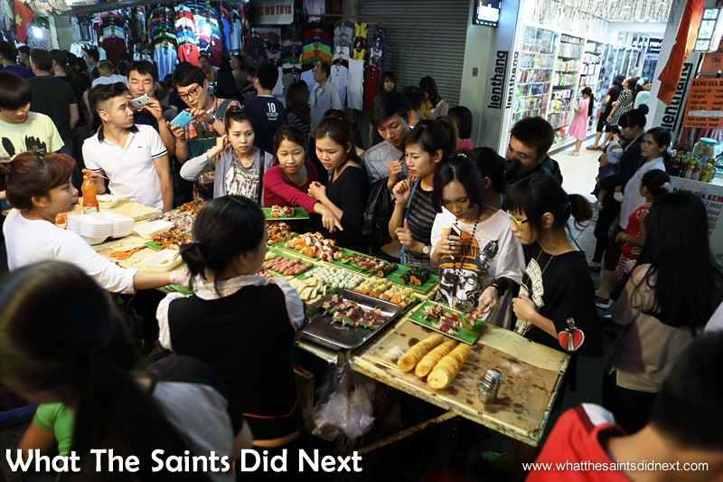 This stall stayed busy until it sold out at the Hanoi night market.