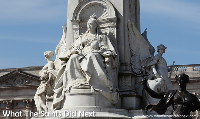 Queen Victoria monument outside Buckingham Palace.