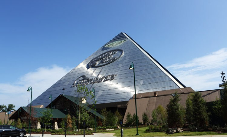 The Pyramid in Memphis Tennessee And City Sightseeing on Foot – Part 1