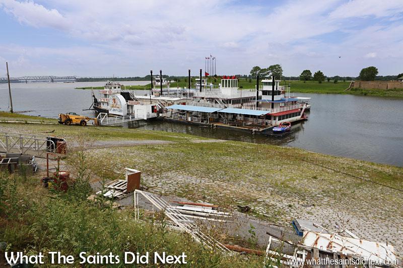 Mississippi river boat rides