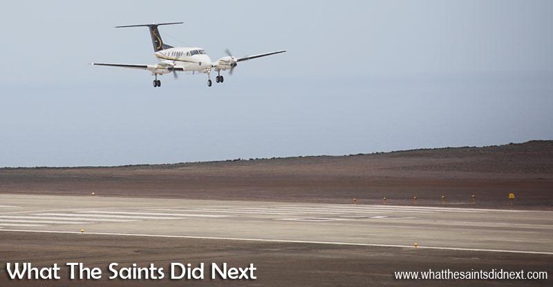 Un spectacle qui va bientôt devenir normal, un atterrissage de l'avion à Ste Hélène. Aéroport de Sainte Hélène.