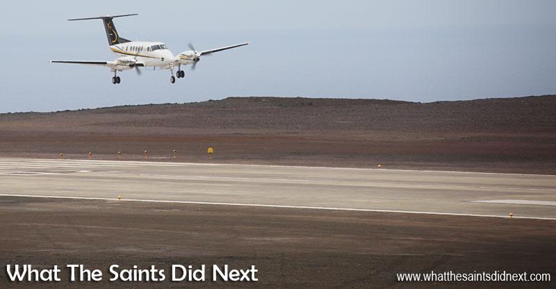 Premier avion à atterrir sur l'île Sainte-Hélène. Aéroport de Sainte Hélène.
