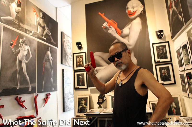 Absolutely a brilliant photographer and artist - the Red Gun, art nude photography of Wisamunmuang Sitthiket. The hypnotic obscenity of the naked lady boy images drew in plenty of visitors at Bangkok's, Chatuchak Weekend Market. Provocative images with cutting political titles, presented by the artist himself. International Artist Day 2016.