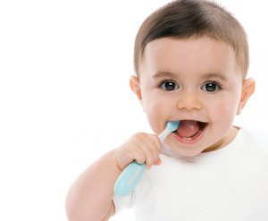 baby-brushing-own-teeth
