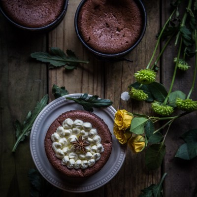 Five-spice flourless mascarpone chocolate cakes