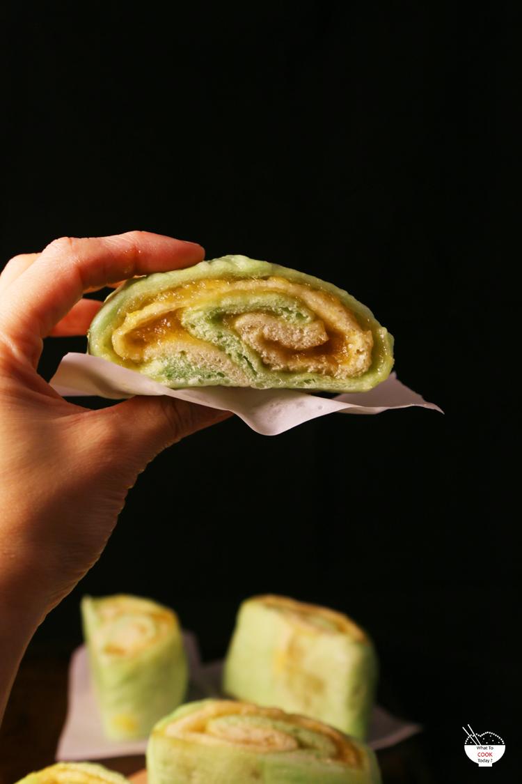 Layered pineapple mantou