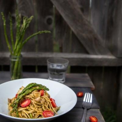 Spring spaghetti with chicken and pesto ala Genovese