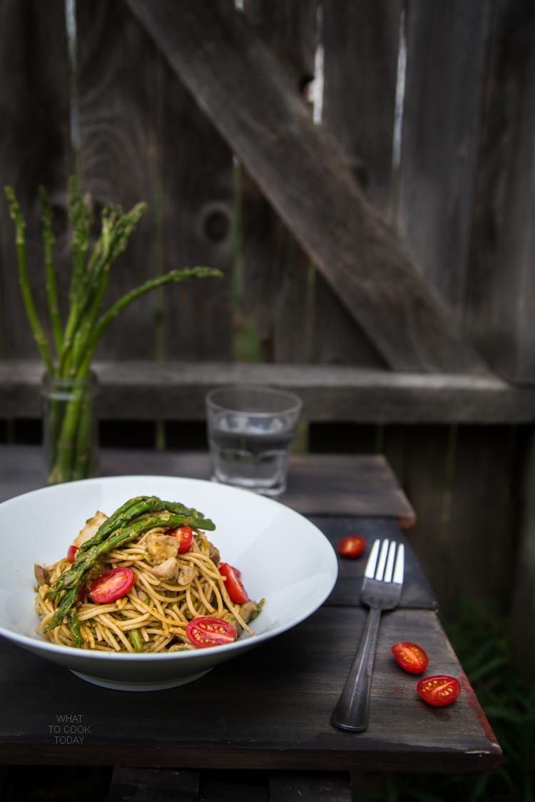 Spring spaghetti with chicken and pesto ala Genovese #DareToPair #ad