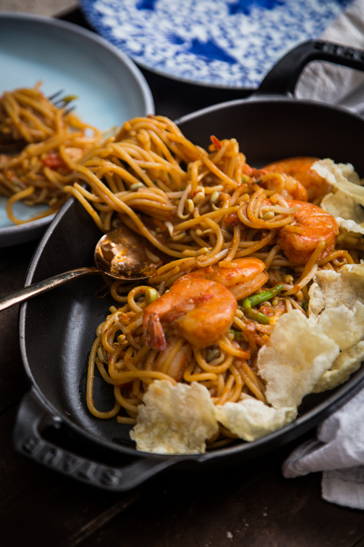 Aceh noodles (Mie Aceh).Easy one-pan stir-fried noodles