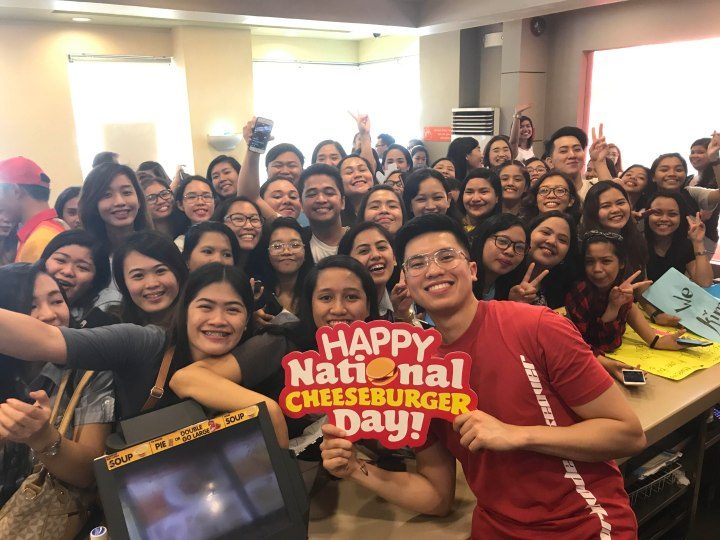 Kimpoy Feliciano and his fans gather at Jollibee Katipunan to celebrate National Cheeseburger Day