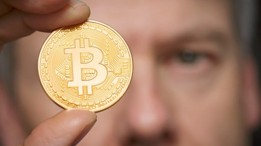 Почему легализация криптовалют происходит так медленно?