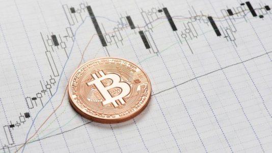 Анализ криптовалют: биткоин растет, волатильность альткоинов