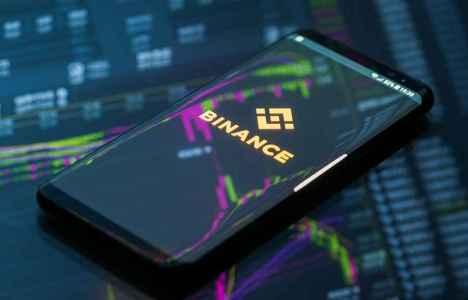 Криптобиржа Binance начала обслуживать операции с российской валютой