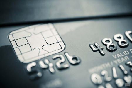 «Моя банковская карта с приложением – лучше ваших криптомонет»?