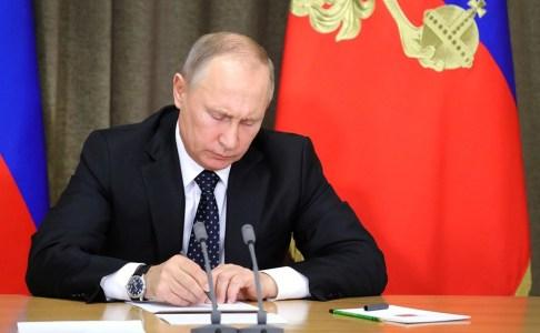 Путин подписал закон о суверенном Рунете