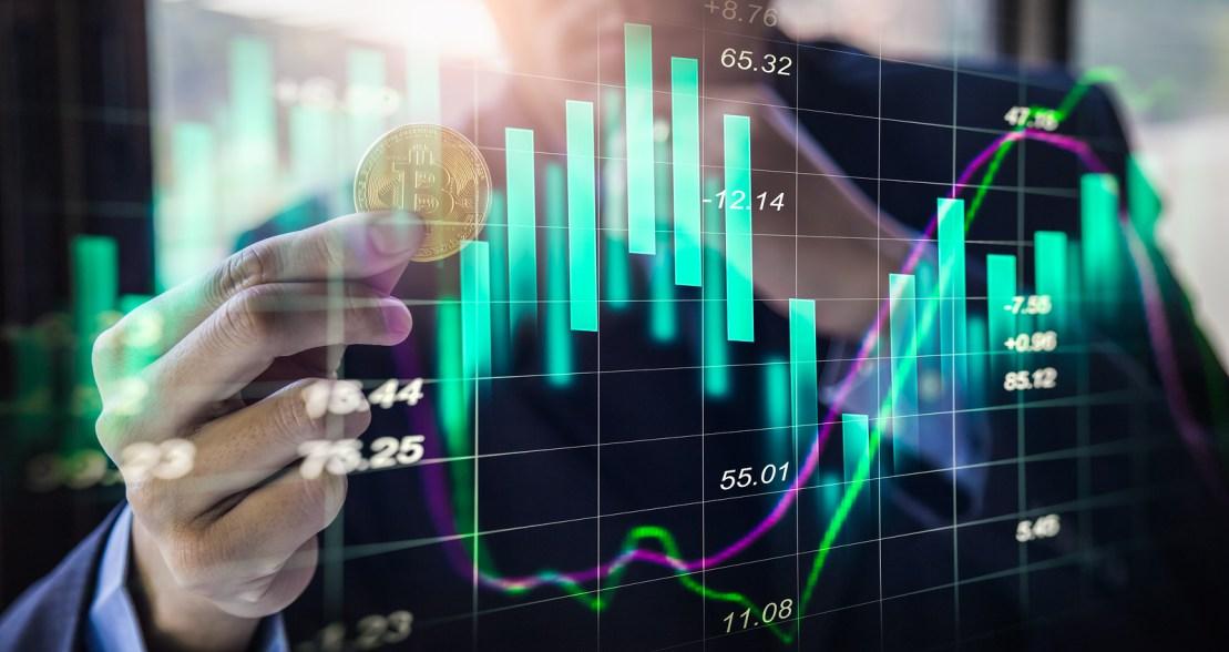 Биткоин приближается к $12000: возможен ли новый рывок монеты?