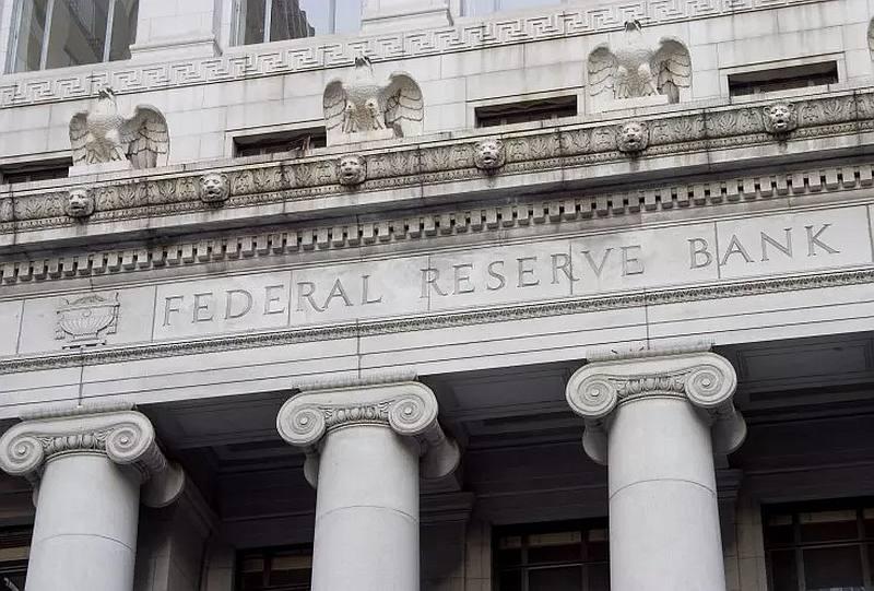 До 2023 ФРС сохранит нулевые процентные ставки