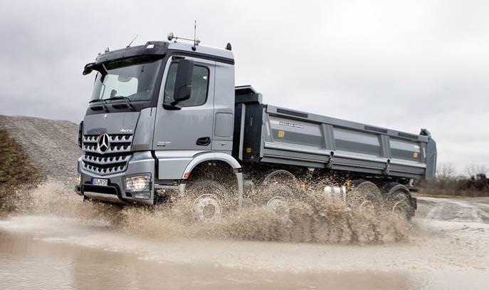 Imagini in premiera cu noul Mercedes Arocs 2013