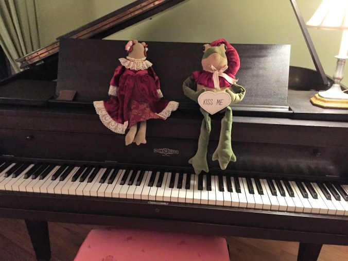 Piano Christmas Frogs